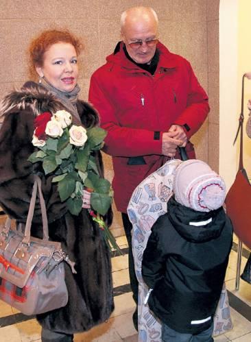 Юрий Беляев с женой Татьяной Абрамовой и детьми фото